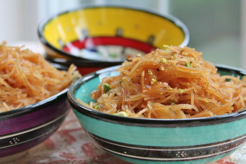 Sweet and golden vermicelli noodles (halawat sha'riyya)